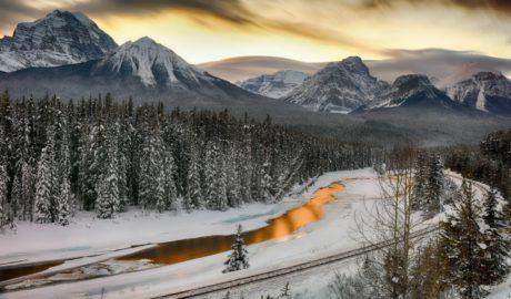冬のバンフ 夕暮れの風景
