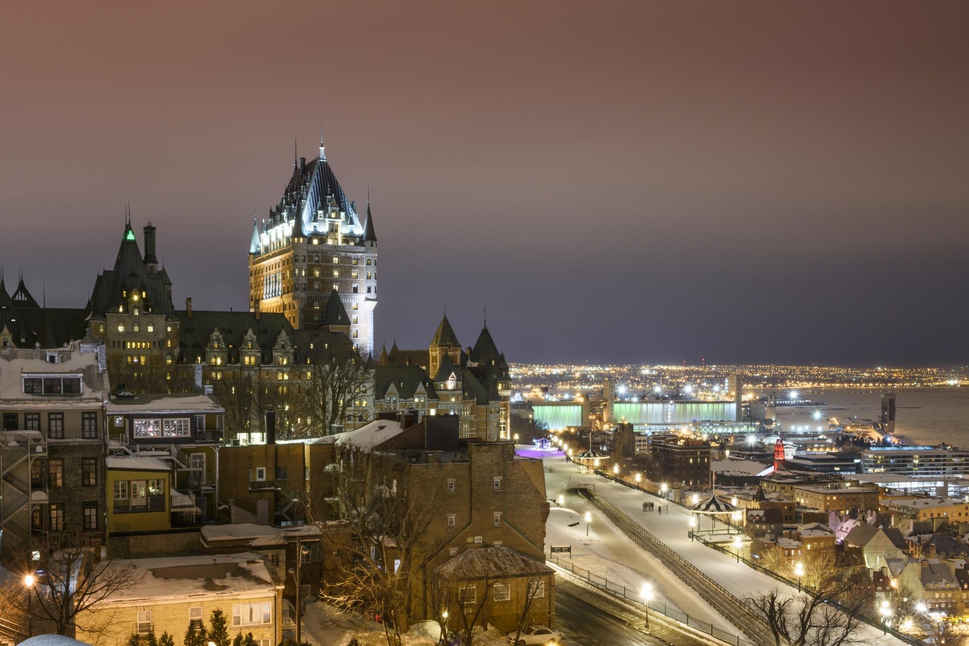 冬の夜のケベック・シティーの風景